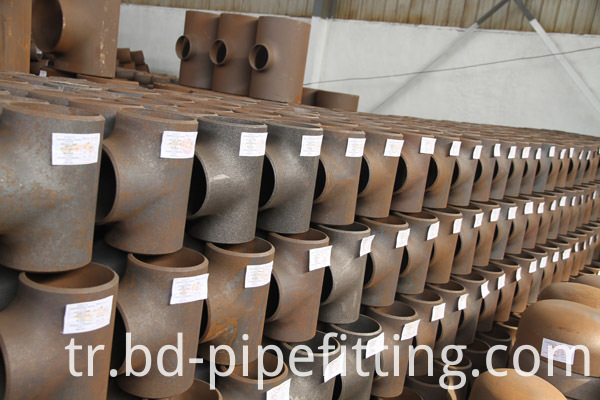Alloy pipe fitting (226)