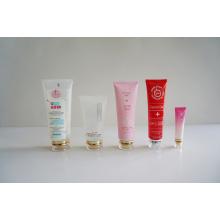 Tubo de plástico. Tubo flexível. Tubo flexível para embalagens de cosméticos (AM14120231)