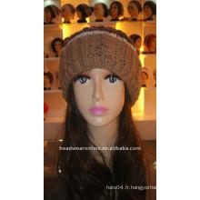 Chapeaux tricotés avec pompon