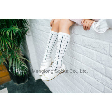 Mode Mädchen Strumpf Weiß Farbe Checker Muster Modell Dressing Baumwollstrumpf