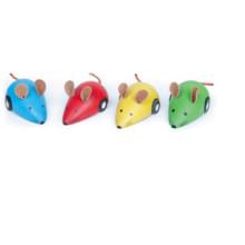 Carro de brinquedo de mouse de madeira