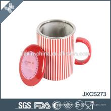 neue Kaffeetasse mit Edelstahlfilter Keramik Kaffeebecher leer