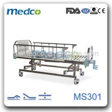 Trois lits fonctionnels à usage sanitaire en acier inoxydable MS301
