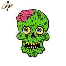 Insignia de encargo al por mayor del metal del esmalte del zombi de la historieta del logotipo
