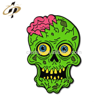 En gros logo personnalisé en métal zombie émail badge en métal