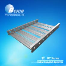 Escalera a través de las bandejas de cable tipo BC4 para exportar