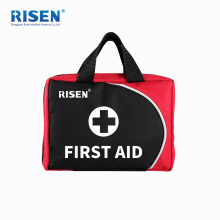 Erste-Hilfe-Kasten mit Zubehör Krankenwagen im Freien