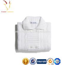 Cardigan blanc tricoté à la main