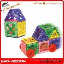 Construção de brinquedos de educação para crianças