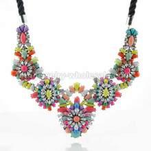 Grands charmes couches colorées pendentifs femmes collier