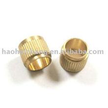 Buje de latón de moleteado personalizado con paso de 0,7 mm