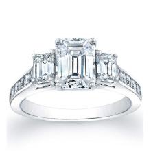 Square Emerald Channel-Set Side Stones Anel de noivado