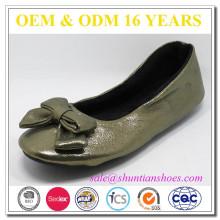 Nuevo cuero de la manera con los zapatos suaves de la danza de señora de la guarnición