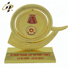 2018 hot selling custom 3D embossed souvenir metal gold trophy cup