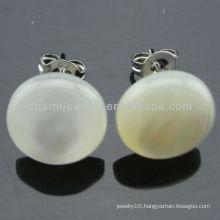 Hawaiian Jewelry White Plumeria Round Shell Stud Earrings EF-014