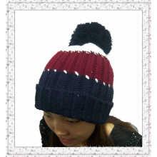 Bonnet en tricot fait sur mesure avec rayures (1-3539)