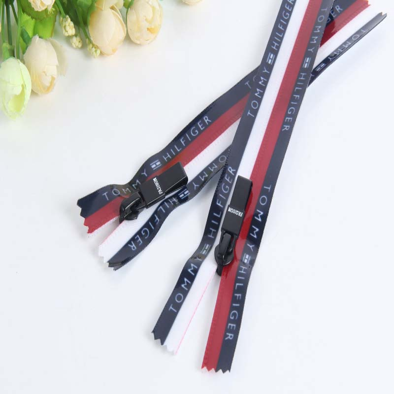 Fashion stripe edge zipper