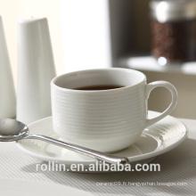 Tasses à café en céramique blanche Rollin avec des lignes