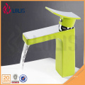 Nuevos grifos de latón artísticos del lavabo del verde del cromo del diseño