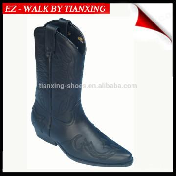 Botas de equitação com superior em couro bordado