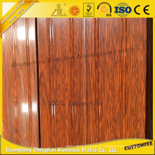 La plus nouvelle extrusion en aluminium de grain en bois pour simuler la porte en bois avec l'aluminium adapté aux besoins du client de rayures