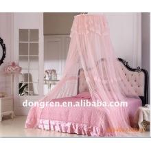Mosquitero circular y canopies de las camas de las niñas