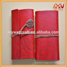 Le nouveau cahier en cuir de mode à chaud, le carnet de voyage avec des feuilles vierges