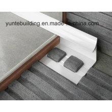 Триммер плитка серебристого цвета изготовлен из алюминиевого материала