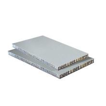Vorhangfassade aus Aluminium-Wabenplatten