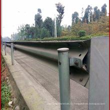 Круглый столб ограждения шоссе