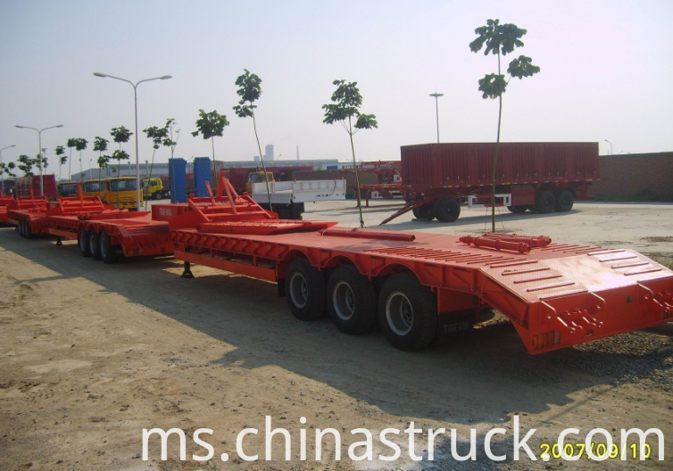 Tri Axle 60Ton Low bed Trailer picture 3