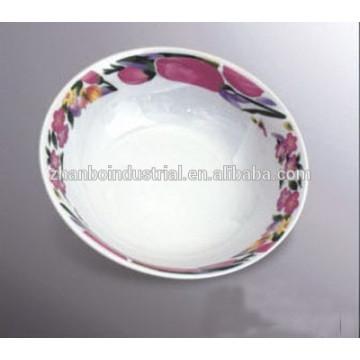 Керамическая миска с начинкой и попкорном с надписью