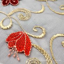 China-Hersteller 100 Polyester schwarz gestrickte Netzblume sticken Spitzenstoff für Mädchenkleid