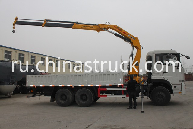truck with kunckle crane