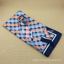 Longue écharpe en soie faite sur mesure avec cravate assortie