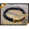 Bracelet en agate noir mat avec perles en or de tête de crâne en or (CB029)