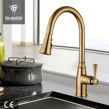 Złoto Pulldown obrotowa wylewka Kitchen Sink Mixer Taps