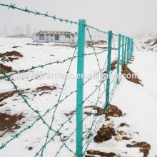 Высокий уровень безопасности военной загородка покрынная PVC колючая проволока дешево цены за рулон для забора