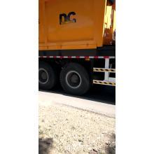 Caminhão síncrono esmagado do propagador de microplaqueta do selo de pedra da construção de estradas 6 * 4