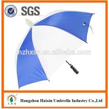 Blau und weiß gerade Regenschirm