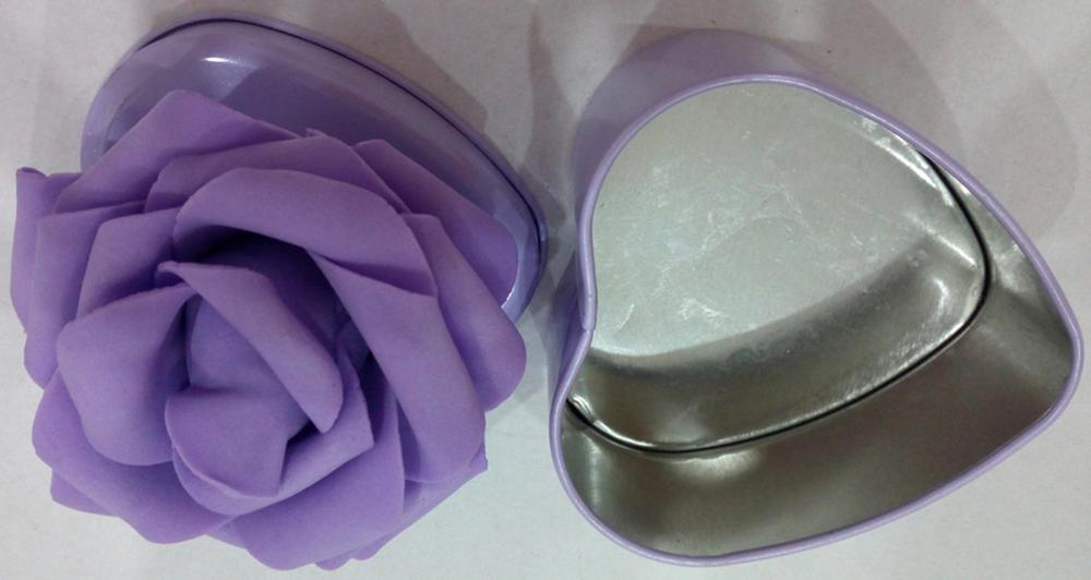 Purple Candy Tin Box mit Blumendekoration