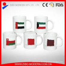 Kundenspezifische Farbe glasierte Fahne Keramik geprägte Tasse, 320ml Keramik Tasse für Getränke