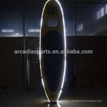 Le panneau gonflable de SUP de LED avec la lumière de nuit de fenêtre tiennent des planches de palette
