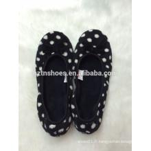 Lady pantoufles à ballerine à l'intérieur avec des points imprimant des pantoufles d'intérieur