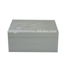 Boîte à bijoux chinoise en coquille d'eau douce avec peinture blanche