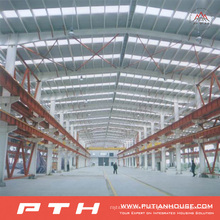 Grand entrepôt de structure métallique à grande portée conçu par des professionnels