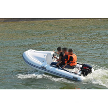 bateau de nervure de luxe à moteur
