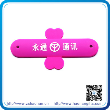 China Wholesale Custom Phone Stand with Own Design for Promotional