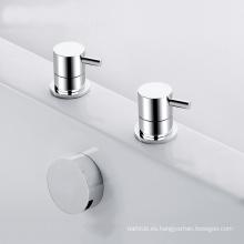Llenador del mezclador del baño de la cascada de 2 agujeros y grifos montados en cubierta del baño de 2 agujeros