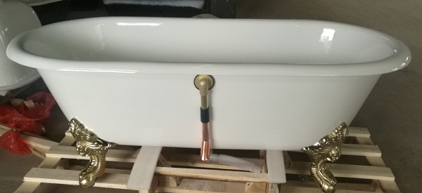 Brass drainer installed on bathtub